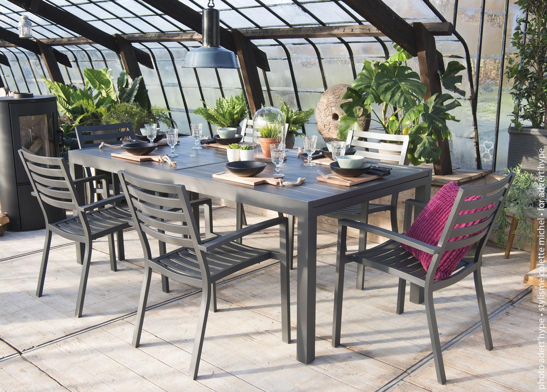 table en dessous d'une veranda photo extérieur déco